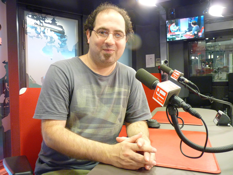 El pianista y compositor argentino Gabriel Vallejo en los estudios de RFI.