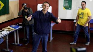 លោក Jair Bolsonaro បេក្ខជនប្រធានាធិបតីប្រេស៊ីលមកពីគណបក្សសង្គមសេរីដែលជាបក្សស្តាំនិយមជ្រុល