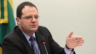 Os cortes anunciados pelo ministro da Fazenda, Nelson Barbosa, não convenceram o jornal francês Les Echos.
