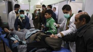بنا بر گزارش دیدبان حقوق بشر سوریه، که مقر آن در لندن است، در حمله روز شنبه به چند منطقه در شهر حلب، شماری از شهروندان با مشکلات تنفسی روبرو و دچار خفگی با گاز کلر شدند.