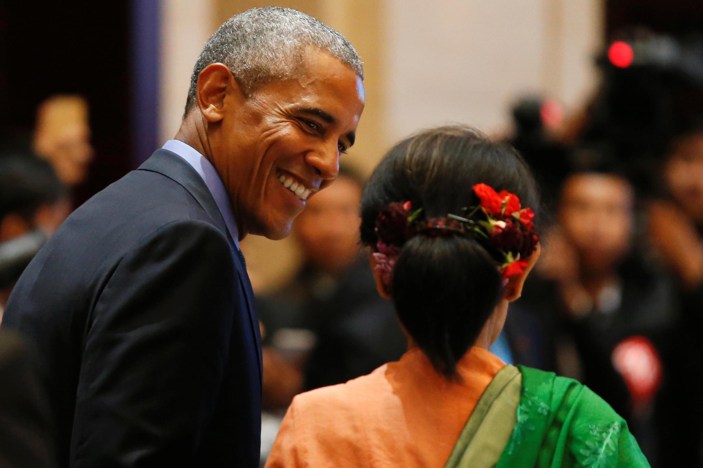 Tổng thống Mỹ Barack Obama và cố vấn Nhà Nước Miến Điện Aung San Suu Kyi tại thượng đỉnh ASEAN-Hoa Kỳ, Vientiane, Lào, ngày 08/09/2016.