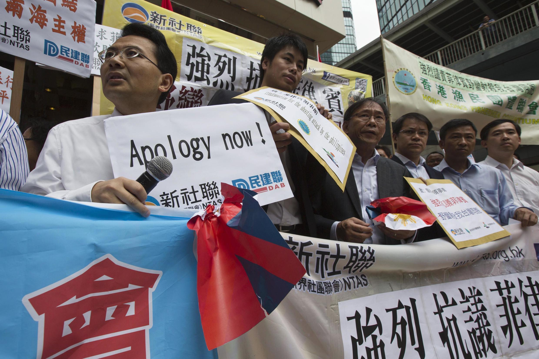 Biểu tình trước lãnh sự quán Philippines tại Hồng Kông nhằm biểu thị sự đoàn kết sau vụ một ngư dân Đài Loan bị lực lượng tuần duyên Philippines bắn chết  hôm 09/05/2013.