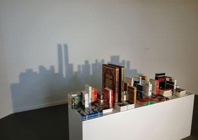 Save Manhattan 01, 2004, «Comprendra bien qui comprendra le dernier», Mounir Fatmi.