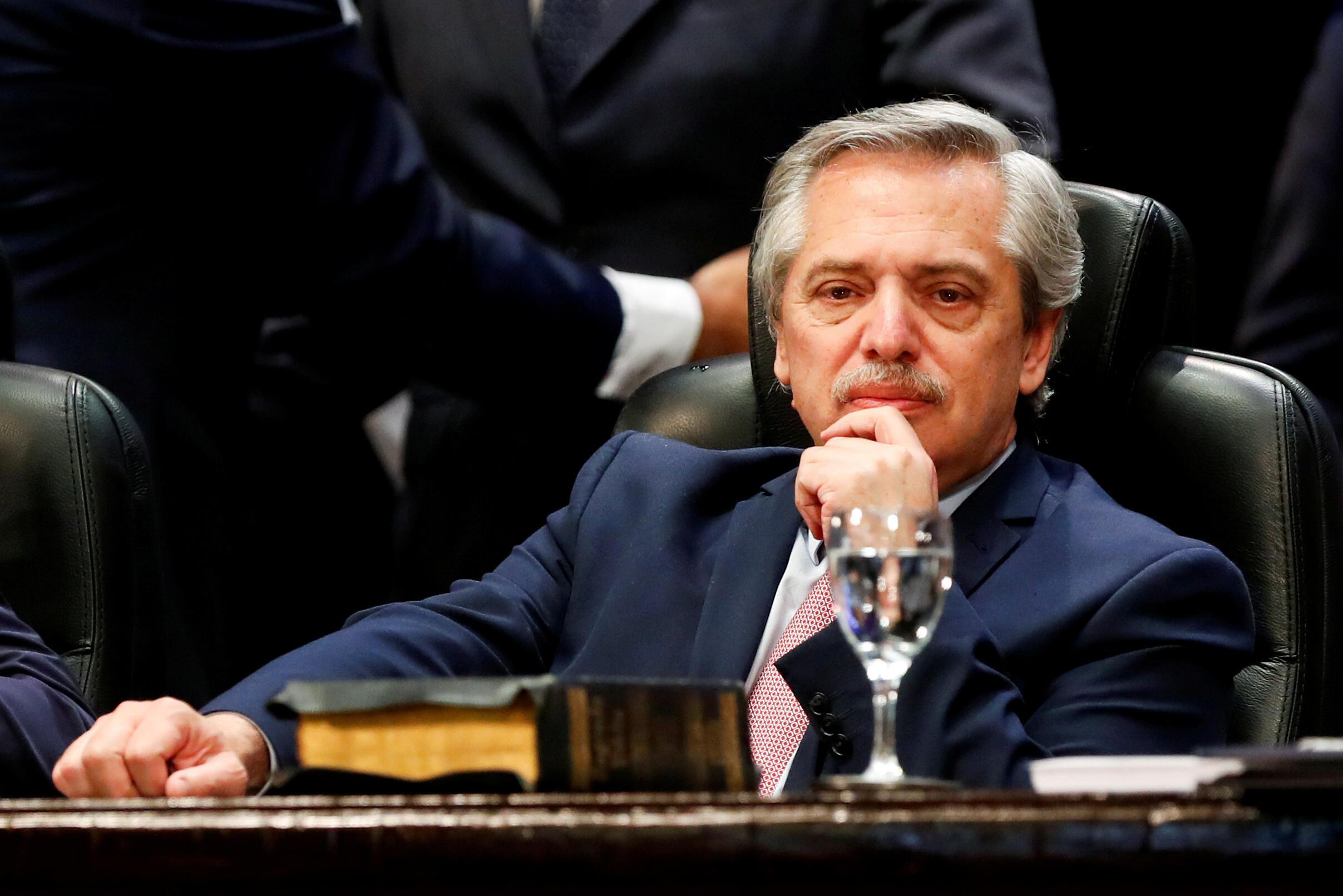 Le président élu de l'Argentine, Alberto Fernández, assiste à la prestation de serment du gouverneur de Tucumán, Juan Manzur, à San Miguel de Tucumán, en Argentine, le 29 octobre 2019.