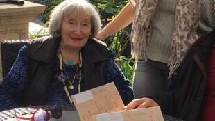 Mireille Knoll había escapado a la redada contra los judíos del Velódromo de invierno de París en 1942. Fue asesinada en su casa a los 85 años de edad el 23 de marzo de 2018.