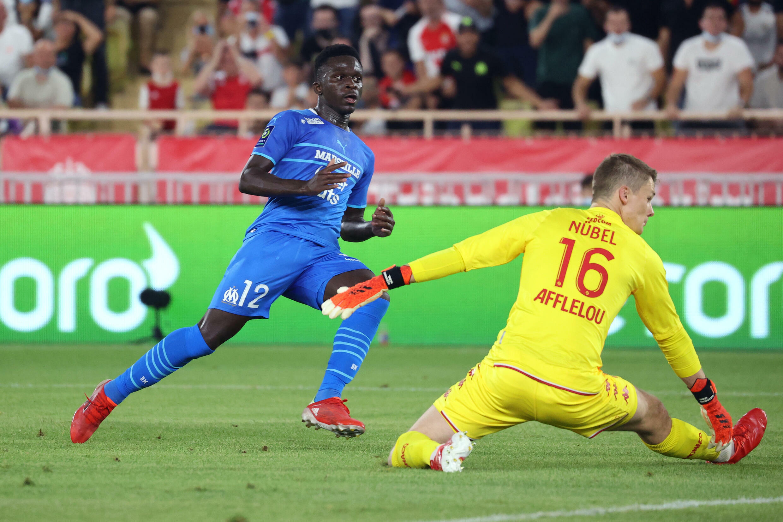 L'attaquant sénégalais de Marseille, Ahmadou Bamba Dieng, ouvre le score face à Monaco, lors de la 5e journée de Ligue 1, le 11 septembre 2021 au Stade Louis II
