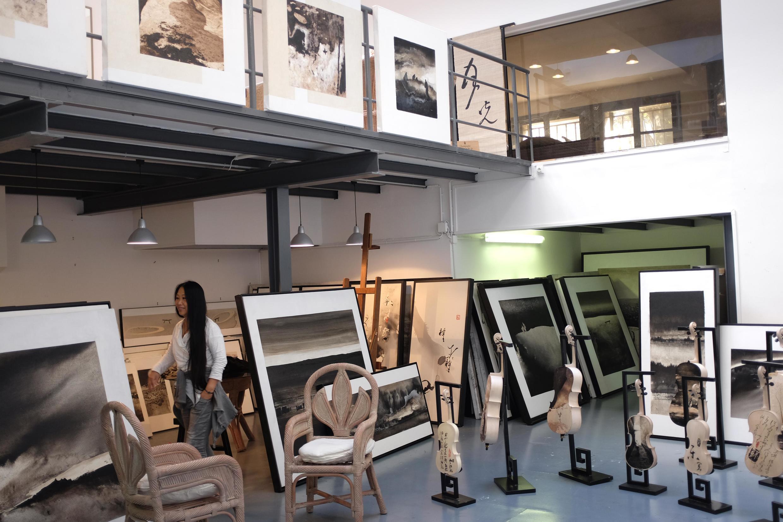Li Chevalier dans son atelier à Ivry-sur-Seine.