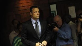 Oscar Pistorius durante processo em Pretória, 21 de fevereiro de 2013