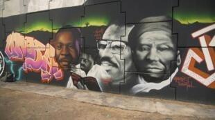 Une douzaine d'artistes ont peint une fresque monumentale portant haut la revendication noire en refusant la posture de victime incarnée selon eux par le mouvement Black lives matter.
