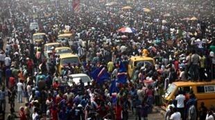 Des manifestants protestent contre la suppression de la subvention au secteur énergétique à Lagos, le 13 janvier 2012. Ce week-end, Lagos a retrouvé son ébullition quotidienne.