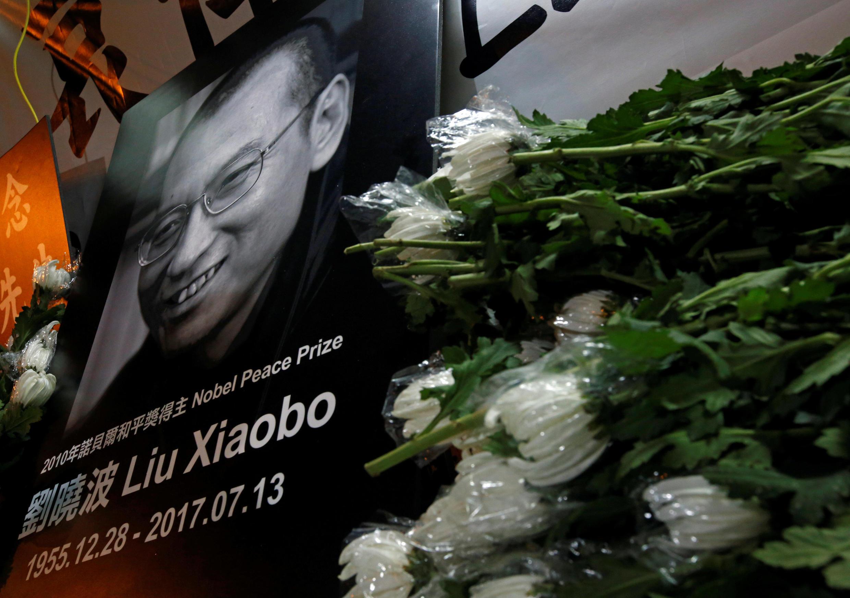 法国总统马克龙称赞刘晓波是伟大的自由战士,欧盟领袖要求北京释放所有政治犯。