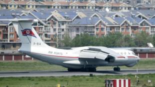 Một phi cơ Bắc Triều Tiên tại sân bay thành phố Đại Liên, tỉnh Liêu Ninh, Trung Quốc.