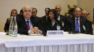 O chefe da diplomacia síria, Walid al-Moualem (à esquerda), no primeiro dia da Conferência pela paz na Síria em Montreux, na Suíça.