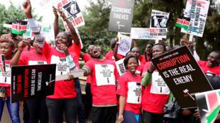 Des membres de la société civile manifestent leur ras-le-bol de la corruption des élites politiques, à Nairobi, le 3 novembre 2016.