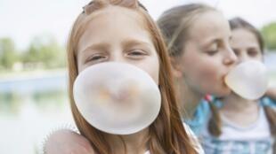 Los niños son los primeros concernidos por las nanopartículas ya que numerosos dulces y bombones contienen nanomateriales.