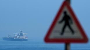Фото для иллюстрации. Нефтяной танкер в Гибралтаре.
