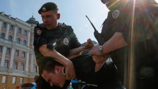 Более 500 задержанных в Москве на акции «Он нам не царь», 5 мая 2018 года.