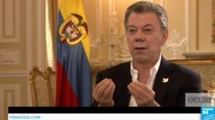Captura de pantalla de la entrevista de F24 al presidente colombiano Juan Manuel Santos.