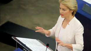 Ursula von der Leyen defende seu programa no Parlamento Europeu, em Estrasburgo.