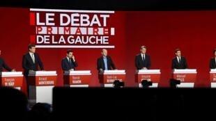 Les 7 candidats de la primaire de la gauche sur le plateau du deuxième débat télévisé, le 15 janvier.