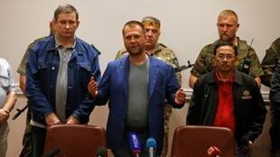 Александр Бородай (в центре)