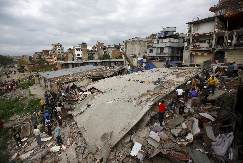 Casas ficaram completamente destruídas na capital do Nepal, Katmandu.