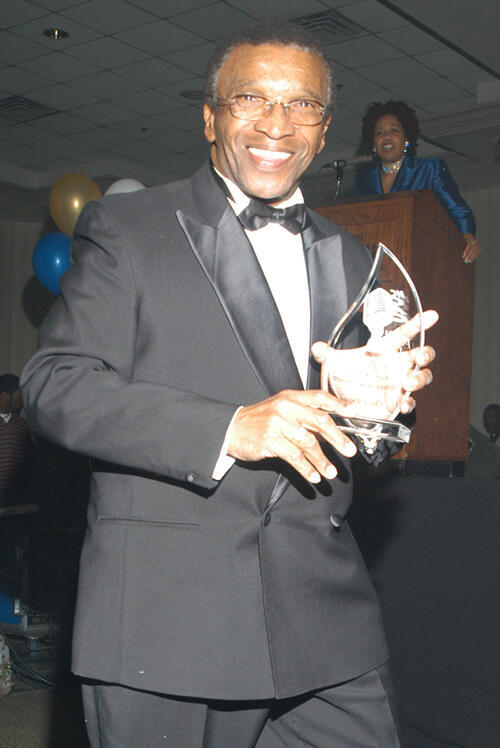 Clyde Wright receives a Lifetime Achievement Award