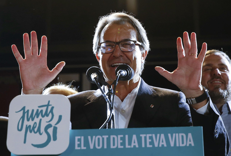 Артур Мас после победы сторонников независимости Каталонии, движения Junts Pel Si (Вместе в поддержку ДА), на выборах в парламент региона 27 сентября 2015.