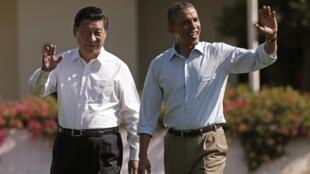 Tổng thống Mỹ Barack Obama và Chủ tịch Trung Quốc Tập Cận Bình tại Sunnylands, ở Rancho Mirage, California ngày 08/06/2013.