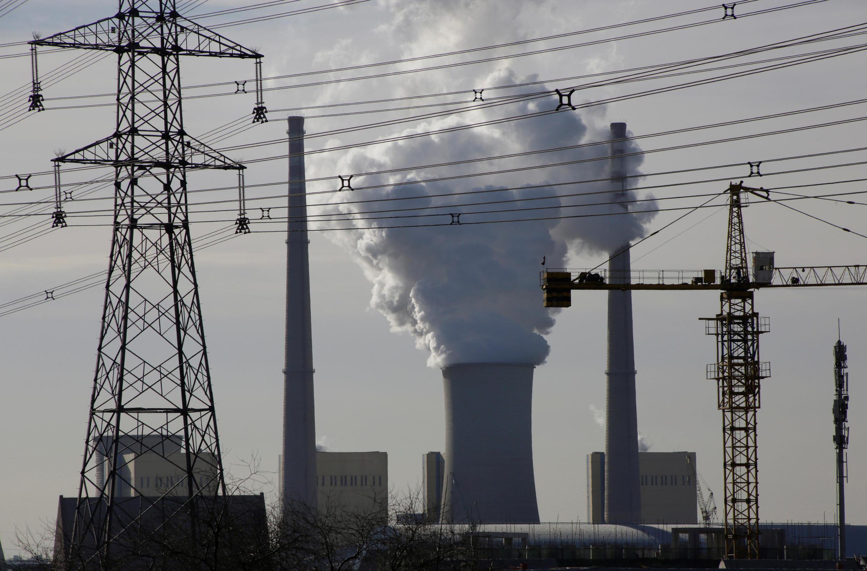 Năng lượng đắt đỏ khiến giá sản xuất tăng cao nhất tính từ 25 năm qua. Ảnh minh họa : Một nhà máy nhiệt điện Trung Quốc gần Bắc Kinh