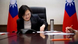 Tổng thống Đài Loan Thái Anh Văn trao đổi điện đàm với tổng thống đắc cử Hoa Kỳ Donald Trump.