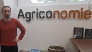Arthur, Responsable du contrôle qualité chez Agriconomie (à gauche) et Paolin Pascot, Président d'Agriconomie (à droite).