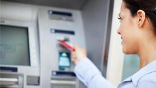 Distributeur de billets de banque.