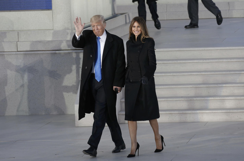 特朗普夫婦1月19日走出華盛頓林肯紀念堂