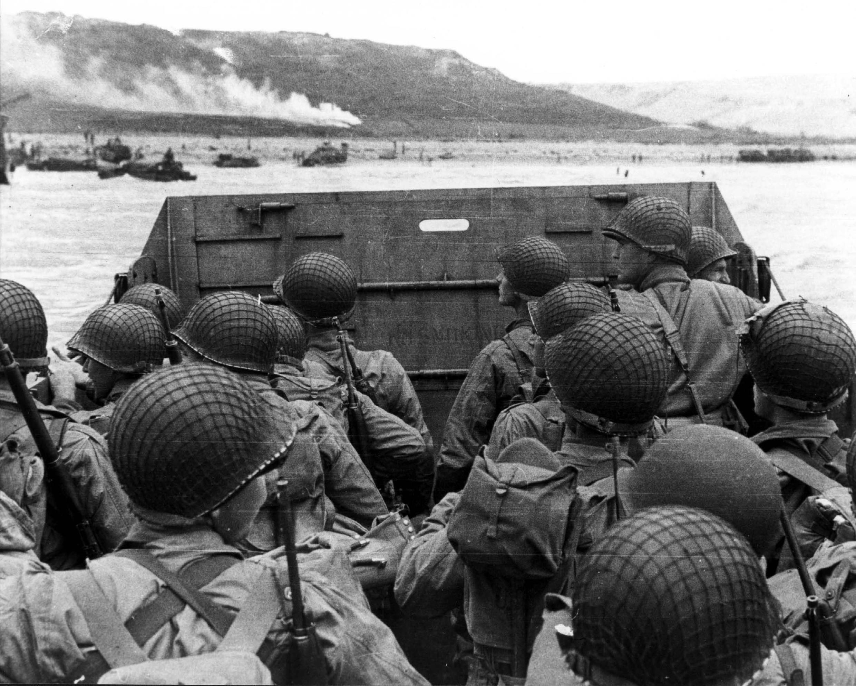 """Imágenes de archivo del desembarco en """"Omaha Beach""""."""