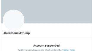 """Conta de Trump no Twitter foi suspensa permanentemente, por gerar um """"risco de incitação a mais violência"""", justificou a plataforma."""