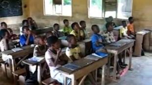 Au Togo, dans les zones rurales, sont instaurées des cantines pilotes pour éviter l'abandon des classes primaires.