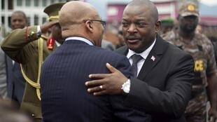 Burundi's President Nkurunziza embraces his South African counterpart Zuma, Bujumbura, 27 February 2016.
