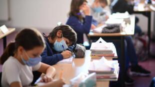 Covid-19. França proíbe uso de máscaras caseiras nas escolas