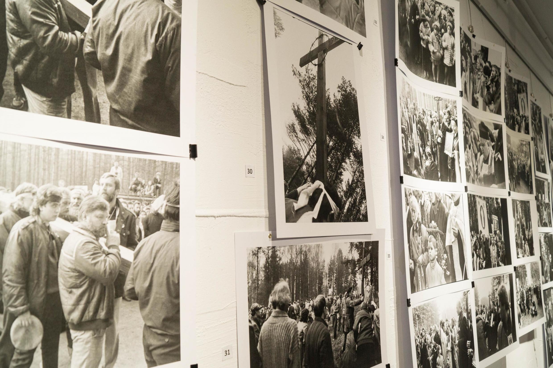 Фотовыставка «Куропаты, Деды-1989. 30-я годовщина шествия и установления Креста Страдания», в основу которой легли работы белорусского фотографа Владимира Сапогова
