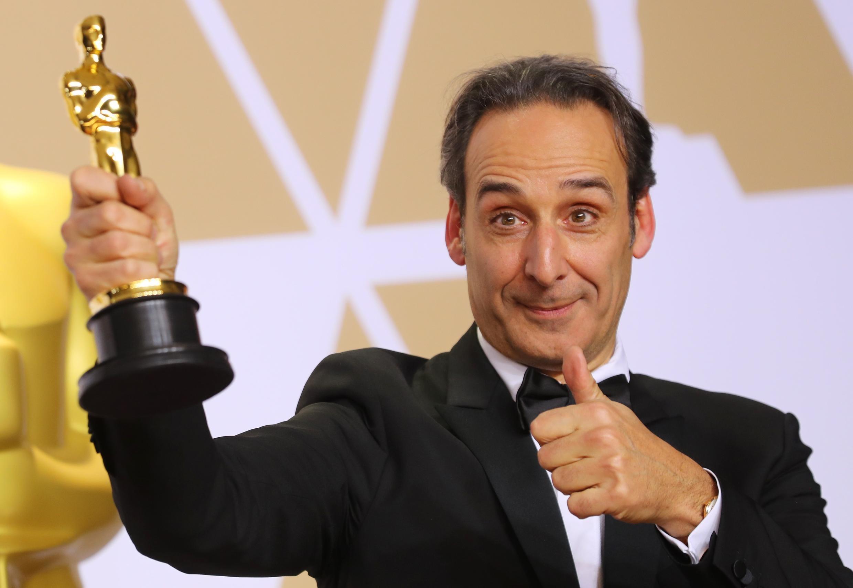 """چهارم مارس ٢٠١٨: الکساندر دِسپلا اسکار بهترین موسیقی را برای فیلم """"شکل آب"""" دریافت میکند"""