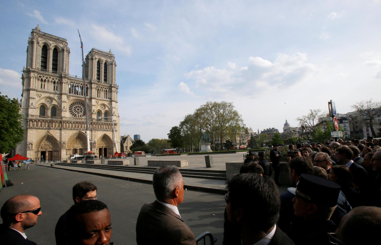 Imagem da catedral de Notre-Dame, devastada por um incêndio em 15 de abril