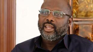 Zababben shugaban Liberia, George Weah na zantawa da Reuters a gidansa da ke Monrovia, Liberia, 2 ga watan janairun2018ERS/Thierry Gouegnon