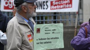 Nove organizações sindicais convocaram os aposentados franceses a protestar hoje nas ruas contra o aumento de uma contribuição social cobrada nas aposentadorias.