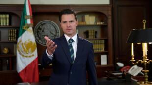 Le président mexicain, Enrique Peña Nieto s'adresse à son homologue américain, depuis le palais présidentiel à Mexico, le 5 avril 2018 (photo d'illustration).
