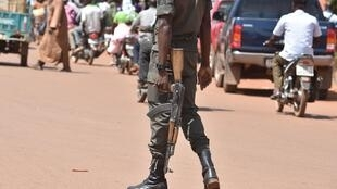 A soldier patrols the streets of the Ouagadougou capital in Burkina Faso, October 2018. (Illustration photo)