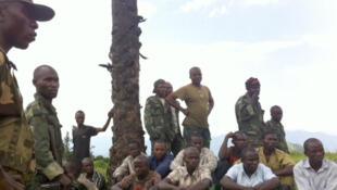 « Photo de famille » lors de la prise de Bunagana entre différents colonels du Nord-Kivu pour fêter la victoire.
