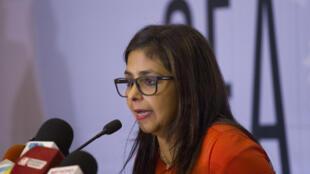 A chanceler da Venezuela, Delcy Rodríguez, chegou à reunião emergencial que decidiria sobre o seu país.