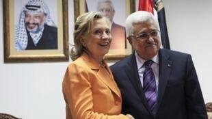 Le président palestinien Mahmoud Abbas et la secrétaire d'Etat américaine Hillary Clinton lors de leur rencontre à Ramallah, le 16 septembre 2010.