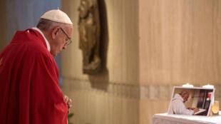 O Papa prestou homenagem (14/9/2016) ao padre Hamel, assassinado «como um criminoso»,.